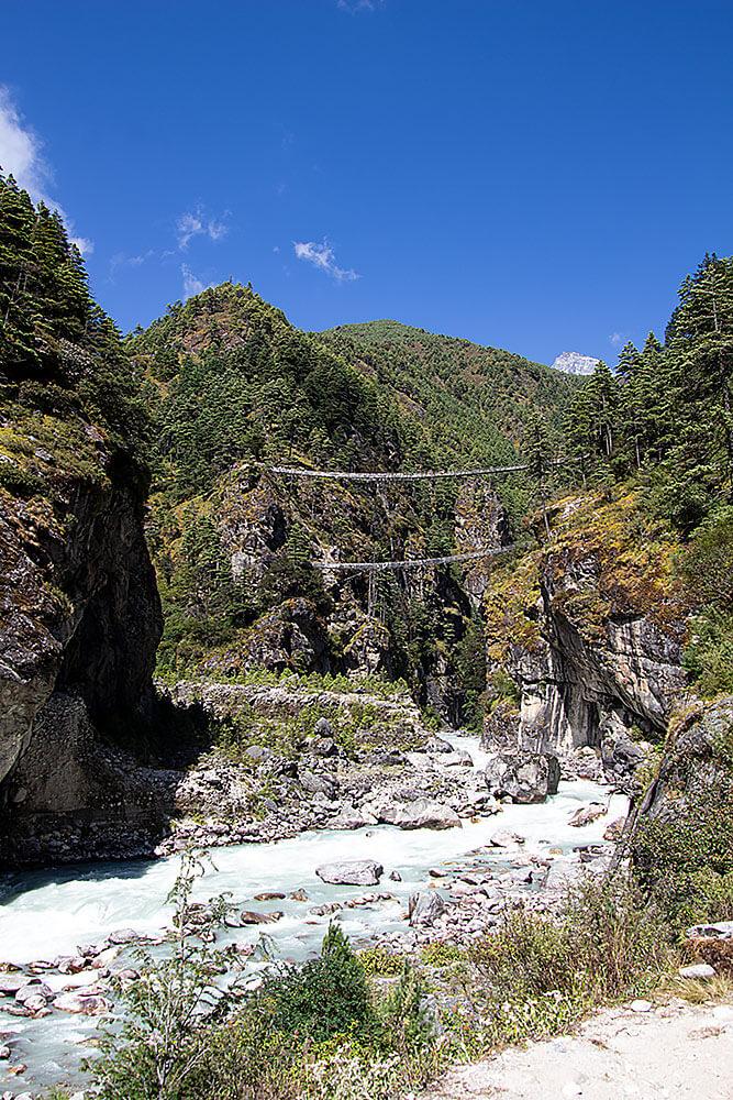 Brücke hinter Monjo