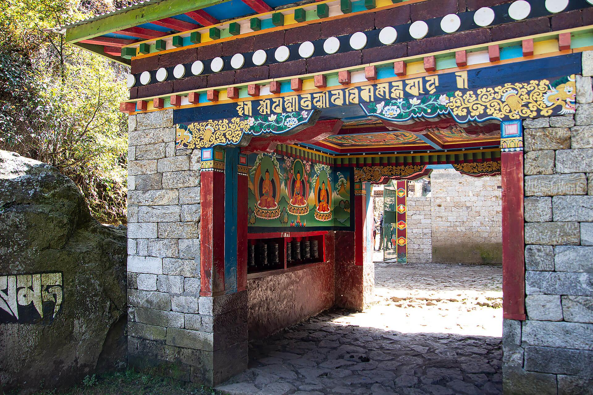 Eingang im Himalaya