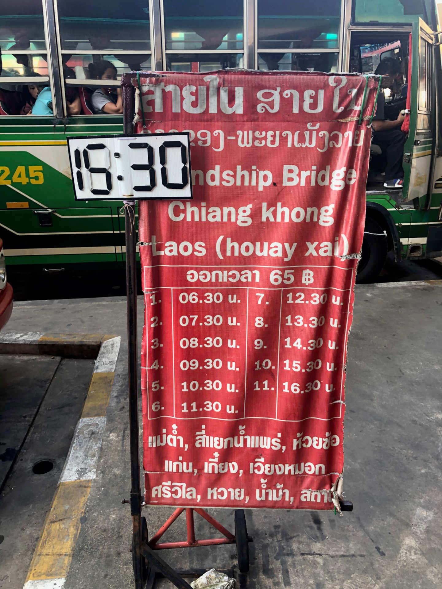 Chiang Rai Busstation Zeittafel für Grenze Laos