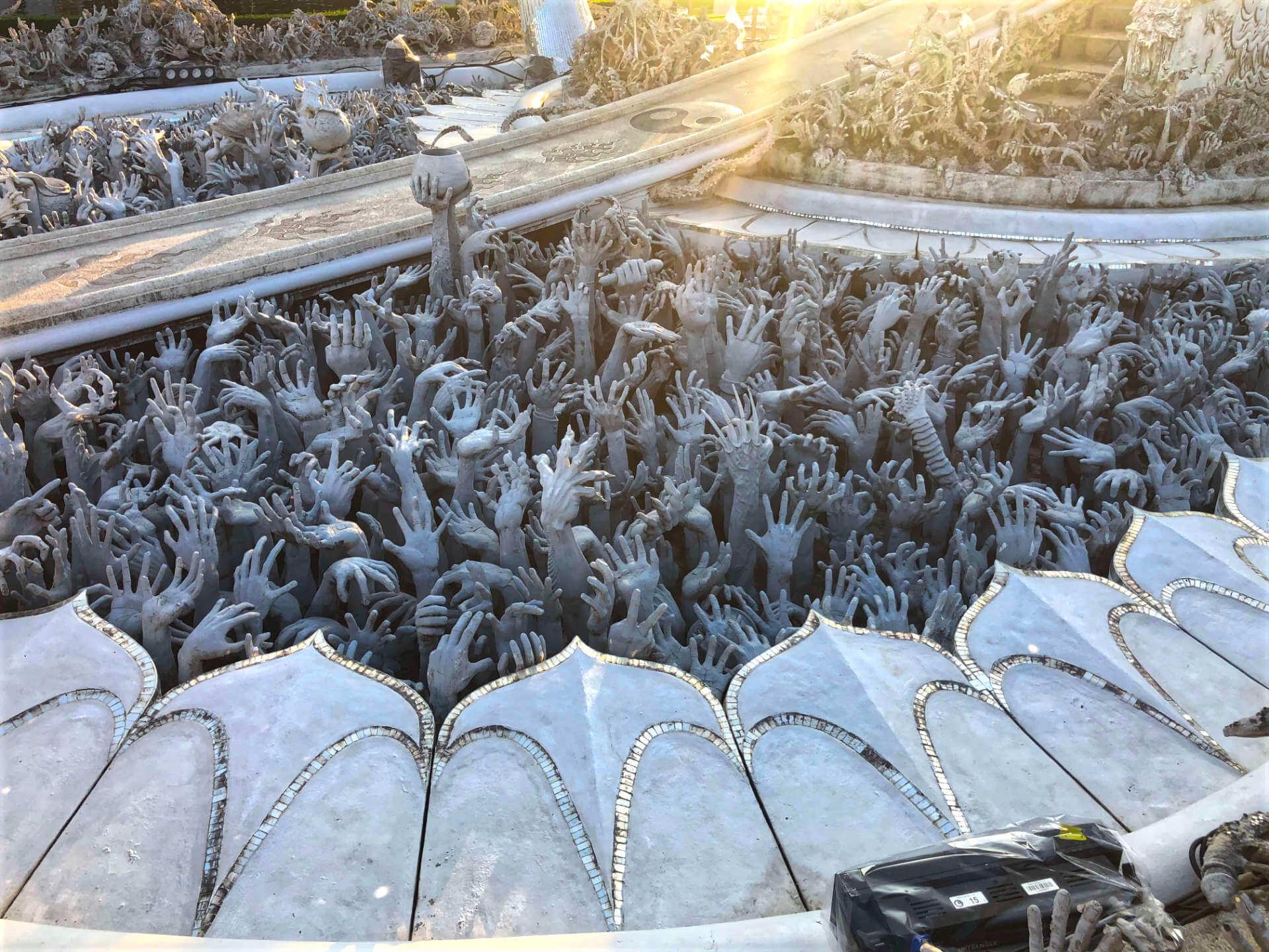 Wat Rong Khun (Weißer Tempel) Hände