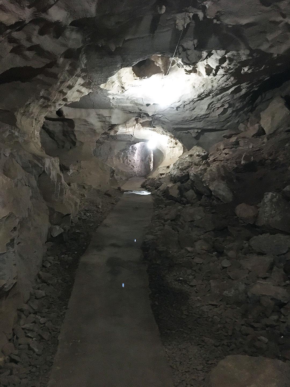 Höhlengang in Vieng Xai