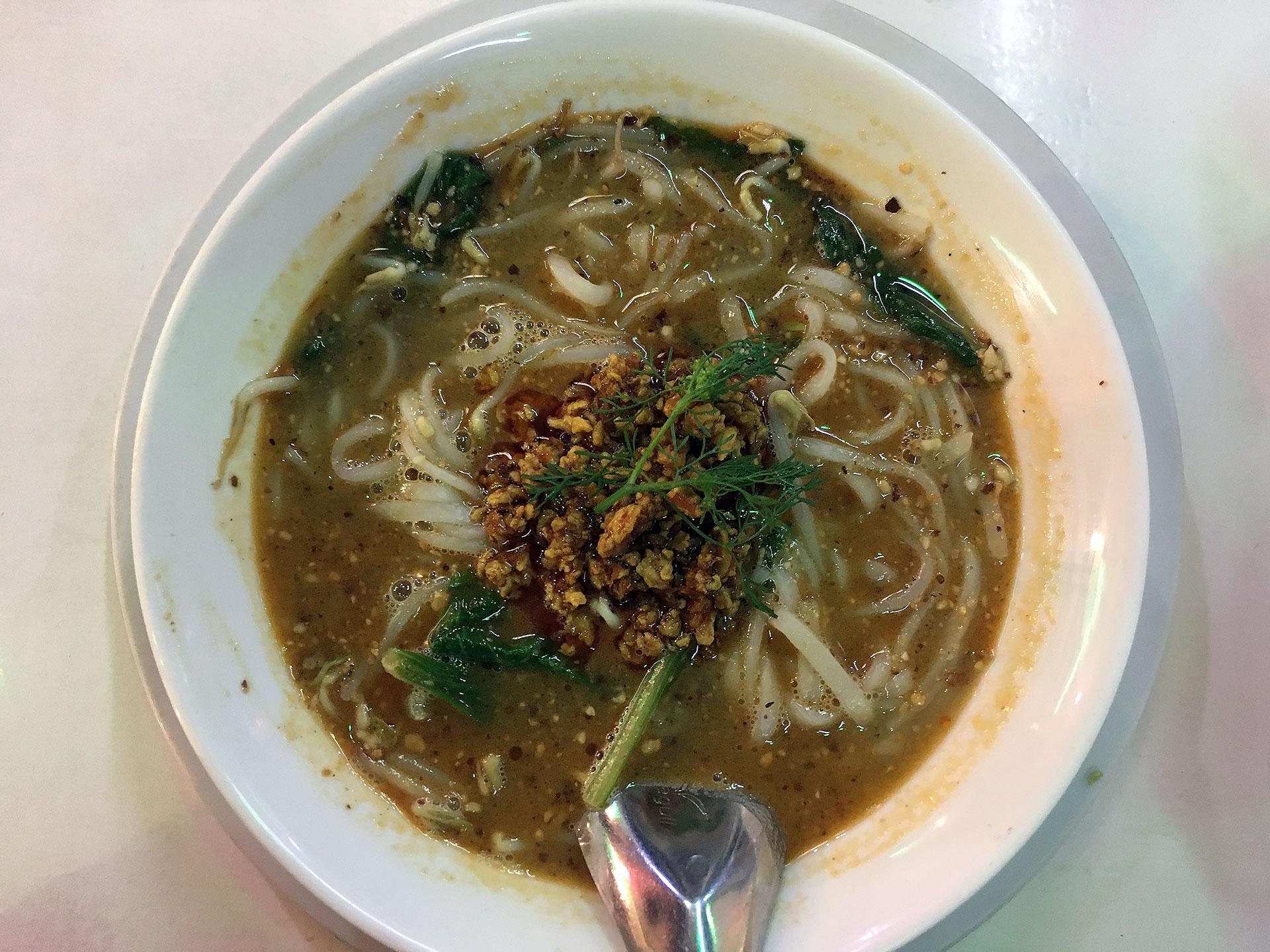 Shan Noodles mit Erdnüssen