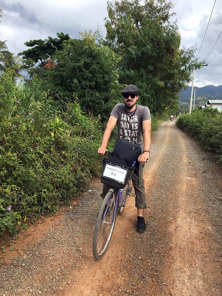 Berti beim Inle Lake auf dem Fahrrad