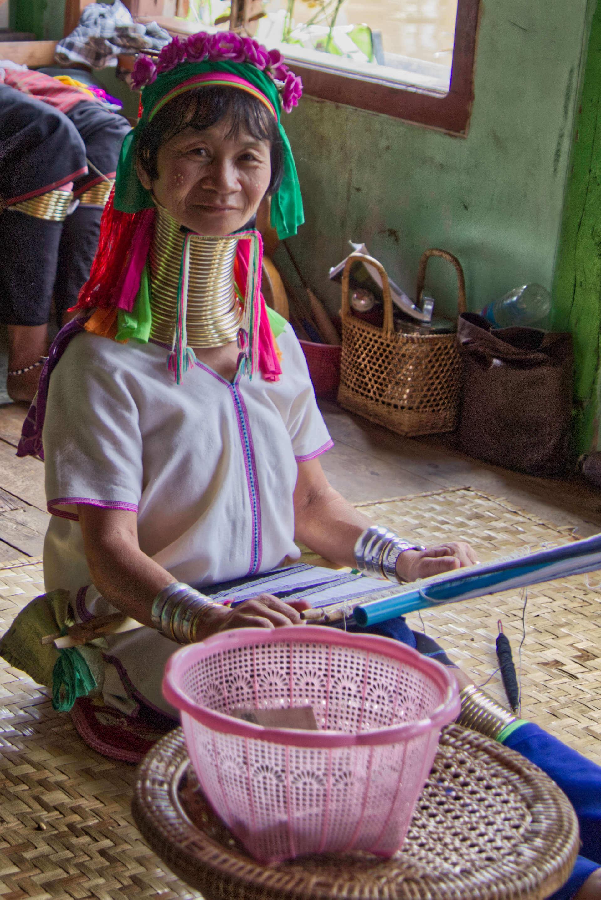 Myanmar Inle Lake Langhalsfrau
