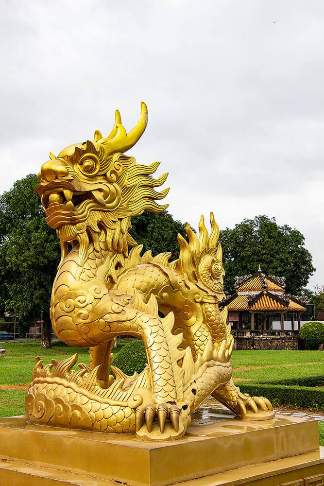 Drachenstatue beim Imperial Enclosure