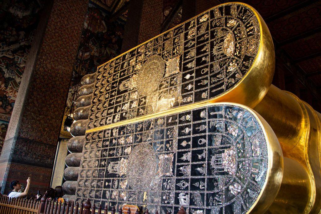 Wat Pho - Der liegende Buddha (Füße)