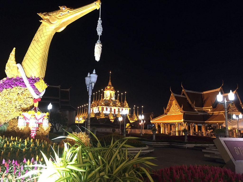 Wat Ratchanaddaram bei Nacht