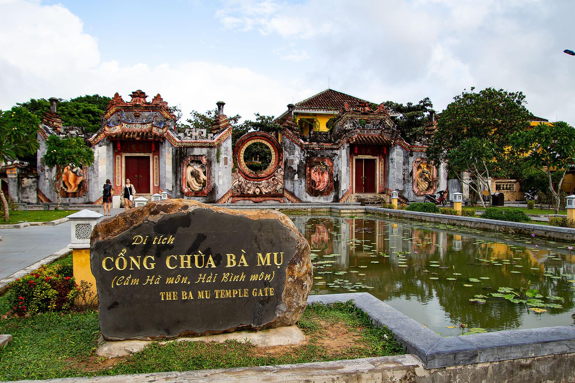 Der Eingang zum Ba Mu Tempel in Hoi An