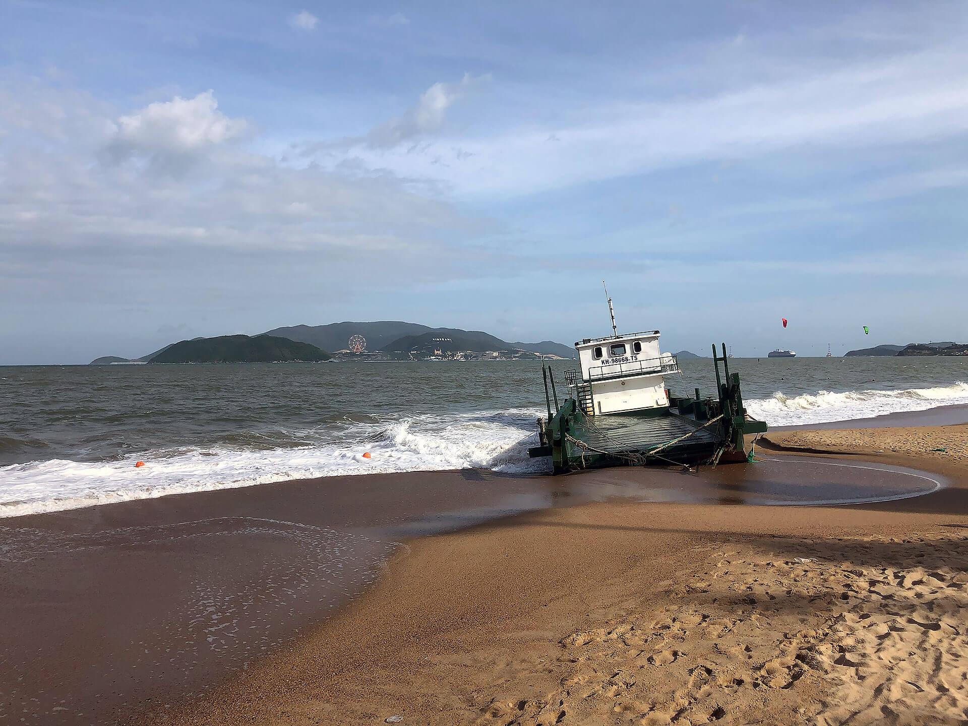 Strand von Nha Trang mit Boot