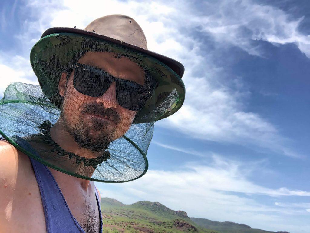 Berti im Kampf mit den Fliegen im Kakadu Nationalpark