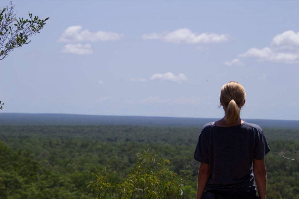 Taschi mit Blick in die Natur im Litchfield National Park