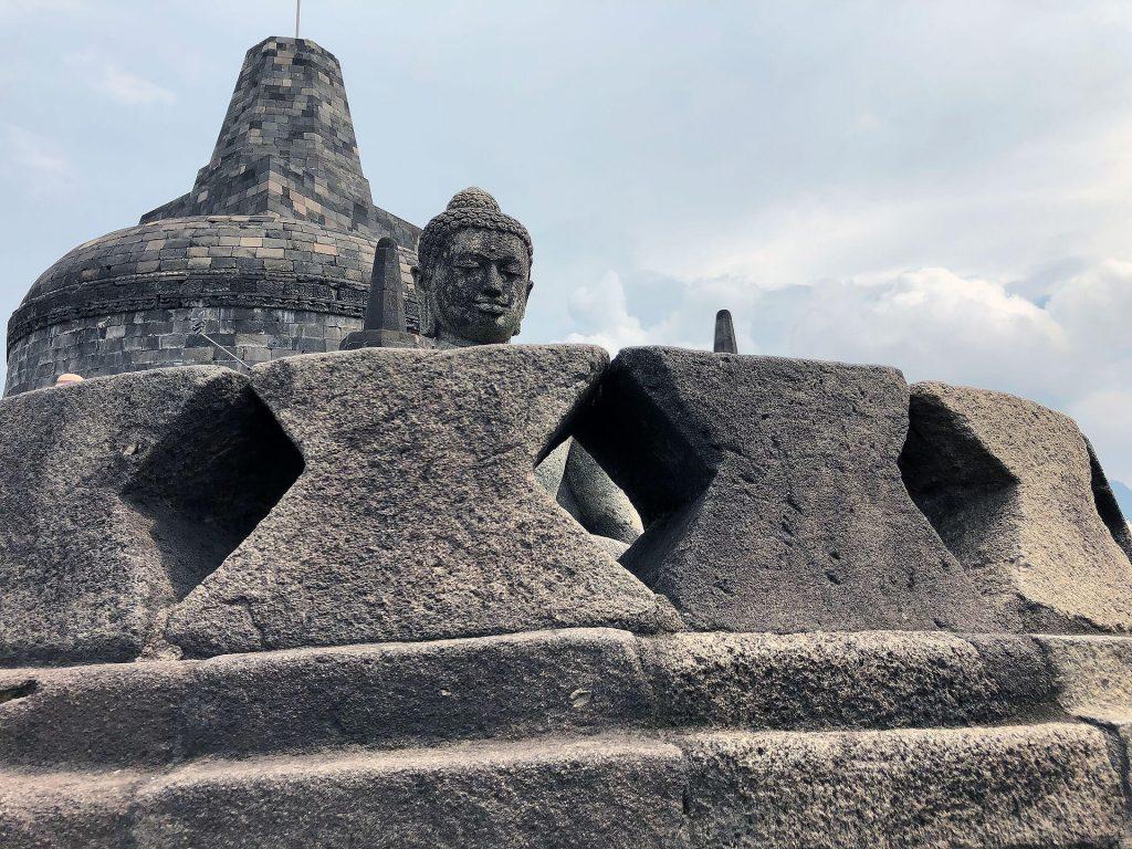 Buddha beim Borobudur-Tempel