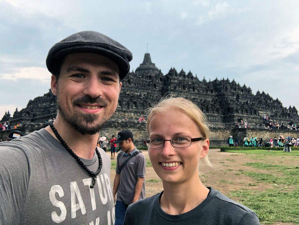 Berti und Taschi beim Borobudur-Tempel
