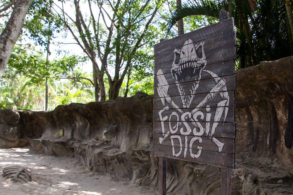 Schild Fossilien Ausgrabungsstätte