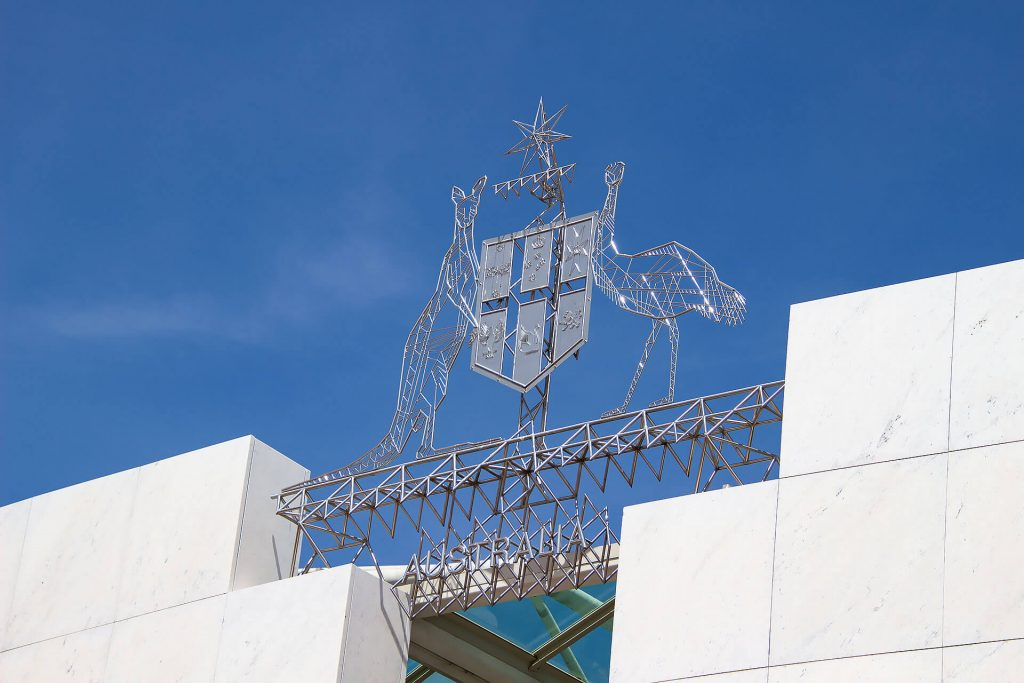 Wappen auf dem Parliament House in Canberra