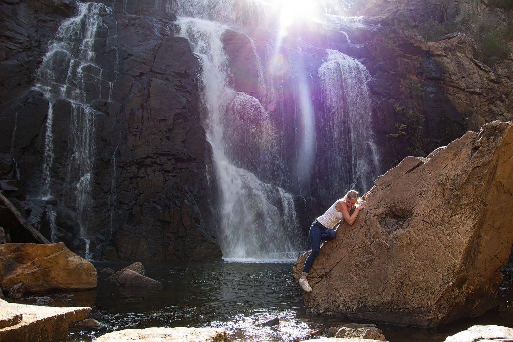 Larissa bei den MacKenzie Falls
