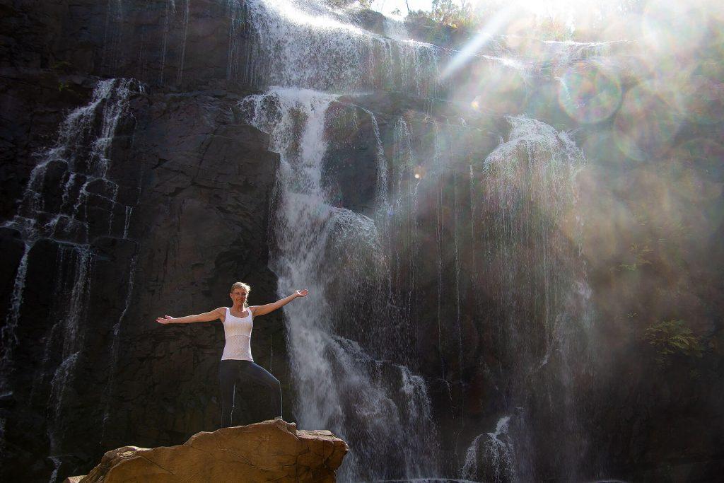 Larissa bei den MacKenzie Wasserfällen