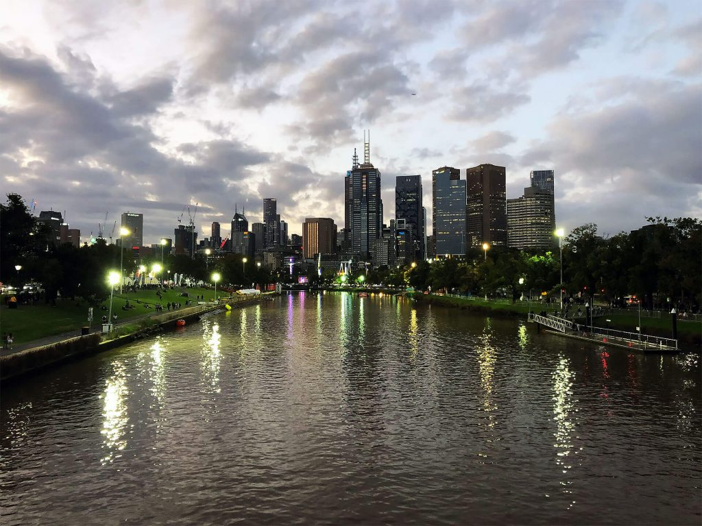 Skyline von Melbourne bei Nacht