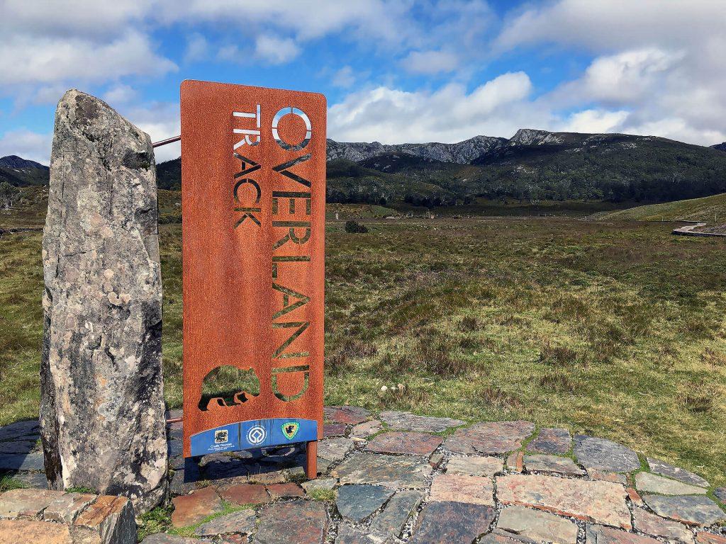 Overland Track Schild im Cradle Mountain Nationalpark