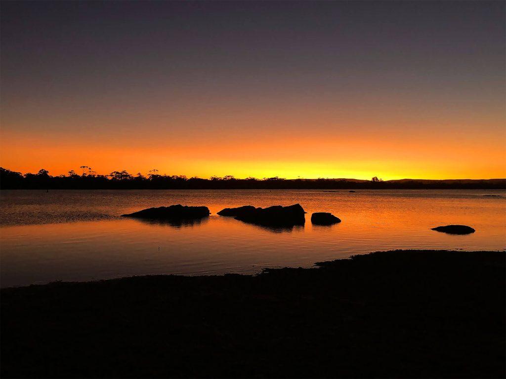 Tasmanien Sonnenuntergang am Wasser